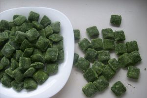 IQF SPINACH PORTIONS IN BULK